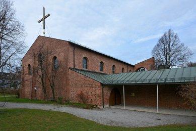 Římsko-katolický farní kostel svatého Vavřince - foto: Petr Šmídek, 2015