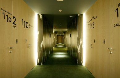 Hotel Puerta América - přízemí, 5 - 11. poschodí - Javier Mariscal a Fernando Salas - 11. poschodí - foto: © Hoteles Silken; Rafael Vargas, 2005