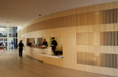 Hotel Puerta América - přízemí, 5 - 11. poschodí - John Pawson - hotelové lobby v přízemí - foto: © Hoteles Silken; Rafael Vargas, 2005