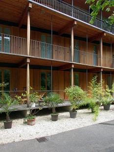 Apartment Building along a Party Wall - foto: Petr Šmídek, 2002