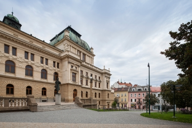 Smetanovy sady a přístavba Divadla Josefa Kajetána Tyla v Plzni