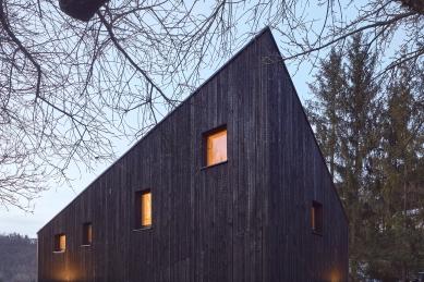 Dům Zadní Třebaň - foto: Peter Fabo