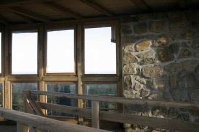 Turistická kamenná rozhledna Brdo – Chřiby - foto: Rudolf Červenka