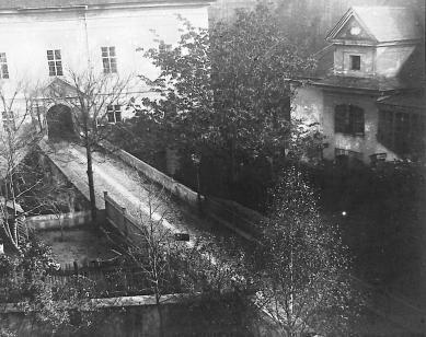 Rekonstrukce Müllerova domu - Konec 19. století - Müllerův dům se strženým zámkem Liechtenštejnů