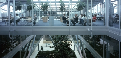 Hlavní sídlo společnosti ING - foto: Petr Šmídek, 2003