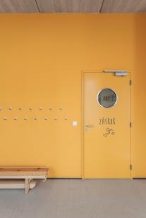 Jara Cimrman School - foto: Alex Shoots Buildings