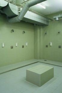Interiéry administrativní a výrobní budovy v Hodoníně - Koupelna - foto: © Andrea Lhotáková