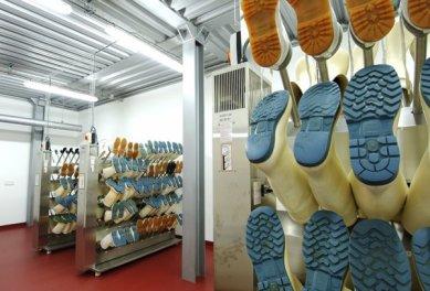 Interiéry administrativní a výrobní budovy v Hodoníně - Sušárna holínek - foto: © Andrea Lhotáková