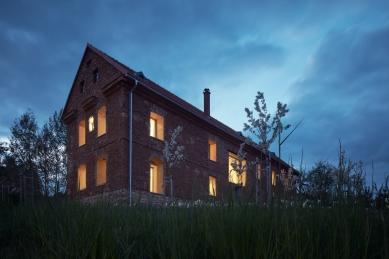 Dům v ruině - foto: BoysPlayNice