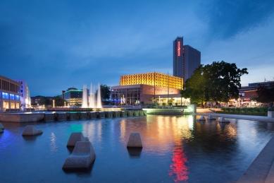 Kongresové centrum s hotelem - foto: Dirk Hanus