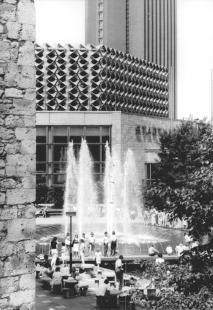 Kongresové centrum s hotelem - Historický snímek z roku 1988 - foto: Wolfgang Thieme