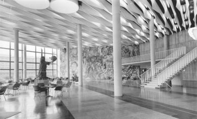 Kongresové centrum s hotelem - Historický snímek z roku 1974 - foto: Wolfgang Thieme