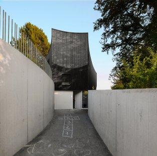 Zakřivený dům - foto: Alexandra Kreja