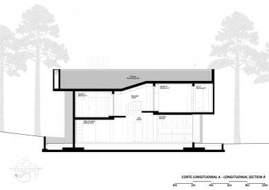 Jetelový dům - Podélný řez bazénem - foto: Double (O)