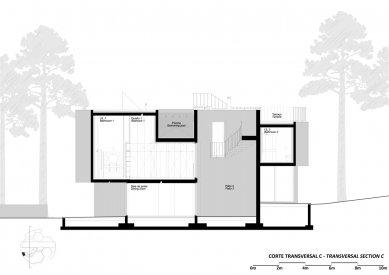 Jetelový dům - Příčný řez bazénem - foto: Double (O)