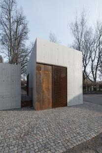 Zázemí hřbitova vLitomyšli - foto: David Korsa