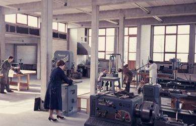 Vysoká škola designu v Ulmu - Kovozpracující dílna, 1958