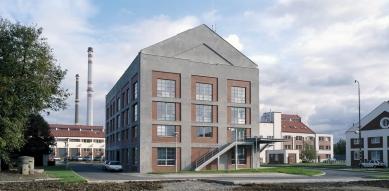 Rekonstrukce bývalé kotelny na administrativní budovu - foto: Ester Havlová