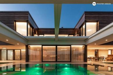 Luxusní vila ve svahu sbazénem