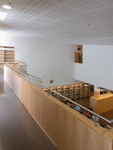 Jaume Fuster Library - foto: © www.archiweb.cz, 2006