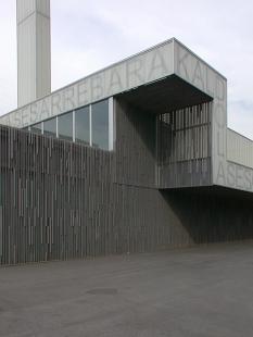 Fotbalový stadion Lasesarre - foto: © www.archiweb.cz, 2006