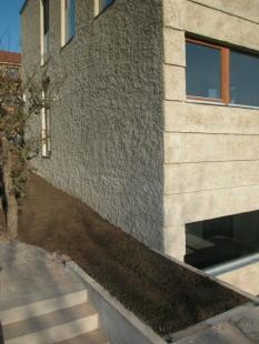 Rodinný dům v Jinonicích - Detail hrubé fasády - foto: Miroslav Cikán