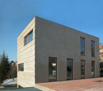 Rodinný dům v Jinonicích - Východní fasáda - foto: Miroslav Cikán