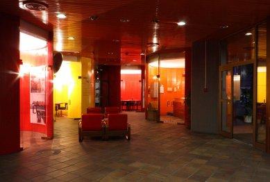 Budova zastupitelského úřadu ČSSR v DDR - Foyer - foto: Lukáš Beran