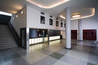 Malá scéna - Dolní foyer - foto: TOAST