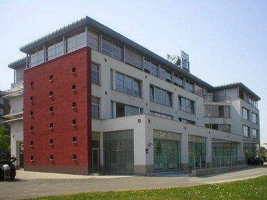 Sdružený objekt radnice, městské policie a expozitury banky - foto: archiv AVE architekt