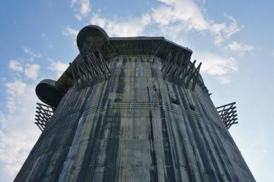 Nonument! - pozvánka na symposium v CAMP - foto: Protiletadlová věž, Vídeň