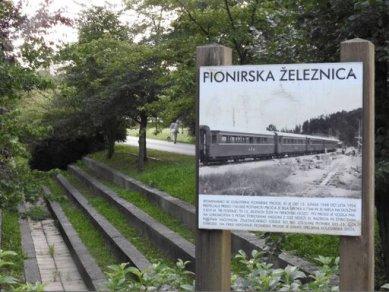 Nonument! - pozvánka na symposium v CAMP - foto: Pionýrská železnice, Ljubljana