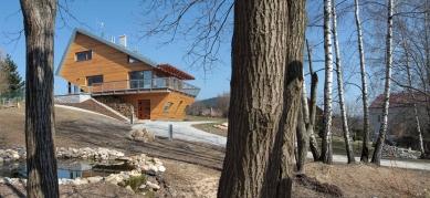 Grand Prix architektů 2011 - kategorie RODINNÝ DŮM - RD12: Dům Na Hraně, Rádlo (Autoři: Vít Čermák, Dalena Čermáková; Investor: Zimovi)
