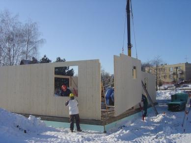 Pasivní dřevostavba - spotřebu máme pod kontrolou - Výstavba v zimním období