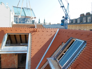Posuvná střešní okna v centru Vídně - Posuvná střešní prosklení Solara PERSPEKTIV v centru Vídně - foto: archiv firmy Solara s.r.o.