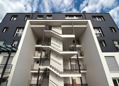 Bytový komplex v italském Brunecku vsadil na bezúdržbovost vnějšího pláště budov