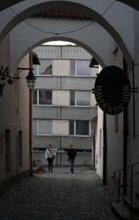 V H. Brodě začala demolice paneláku, který vadil v centru - foto: Archiv redakce