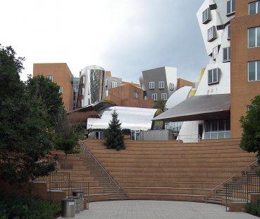 Rozhovor s Petrem Kratochvílem - Ray and Maria Stata Center - Ray and Maria Stata Center v Cambridge od Franka Gehryho (2004) - foto: Petr Kratochvíl/Fulbright-Masaryk grant, 2011
