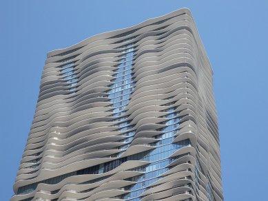 Rozhovor s Petrem Kratochvílem - Aqua Tower v Chicagu - Aqua Tower v Chicagu od Jeanne Gang (2009) - foto: Petr Kratochvíl/Fulbright-Masaryk grant, 2011