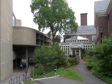 Rozhovor s Petrem Kratochvílem - Carpenter Center v Cambridge - Carpenter Center v Cambridge od Le Corbusiera (1964) - foto: Petr Kratochvíl/Fulbright-Masaryk grant, 2011