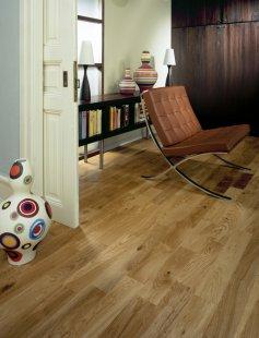 Pořizujete dřevěnou podlahu a hledáte ten správný dekor? Zkuste univerzální a přitom velkorysý 2-lamelový vzor... - Kährs European Naturals - Dekor Dub Navarra