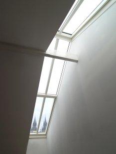 Střešní okna, prosklení a výstupy na BAUTEC v Berlíně - Střešní prosklení Solara, do hřebene nad schodištěm