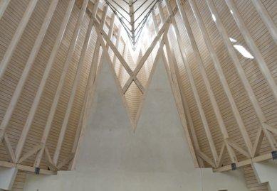 Použití lepeného lamelového dřeva v moderní architektuře