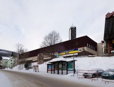 Rekonstrukce a dostavba obchodního střediska Sněžka vPeci pod Sněžkou - Obchodní středisko Sněžka v Peci pod Sněžkou - současný stav - foto: Ester Havlová