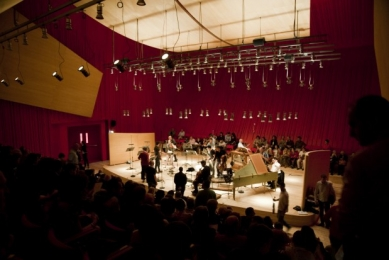 Zemětřesením poničená Aquila má novou koncertní síň od Piana