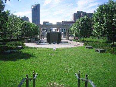Vítězný návrh na brněnský památník holocaustu je plagiát - MN State Memorial v St. Paul (Minnesota)