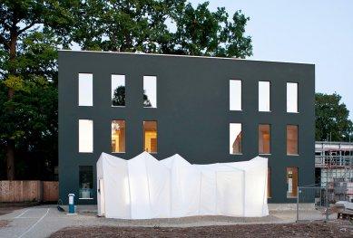 Experimentální projekt pilino-betonového domu green.house - green:house během summary 2011, každoroční výstavy Bauhaus-Univerzity Výmar - foto: Tobias Adam, Bauhaus-Univerzita Výmar
