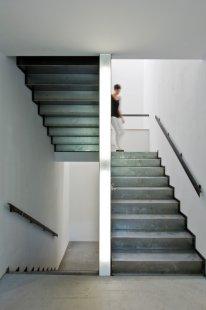 Experimentální projekt pilino-betonového domu green.house - dokončené schody - foto: Candy Welz, Bauhaus-Univerzita Výmar