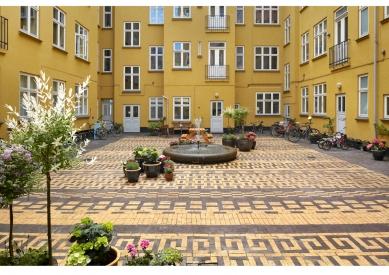 Vladimír Sitta: (NEJEN) O ČESKÉ ZAHRADĚ - Best Private Plots, čestné uznání: 1 : 1 Landscab Dánsko. Courtyard Classengarden