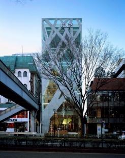 Pritzkerovu cenu 2013 získal Toyo Ito - TOD'S Omotesando Building, 2002—2004, Shibuya-ku, Tokio - foto: Nacasa & Partners Inc.